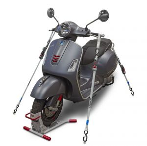 attacher et immobiliser un scooter