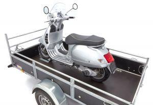 Bloque roue acebikes sur remorque scooter